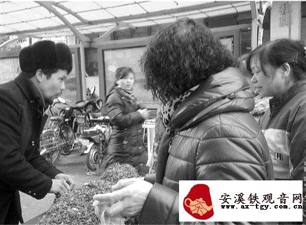 菜场门口热卖的百花草益寿茶 到底什么来头?